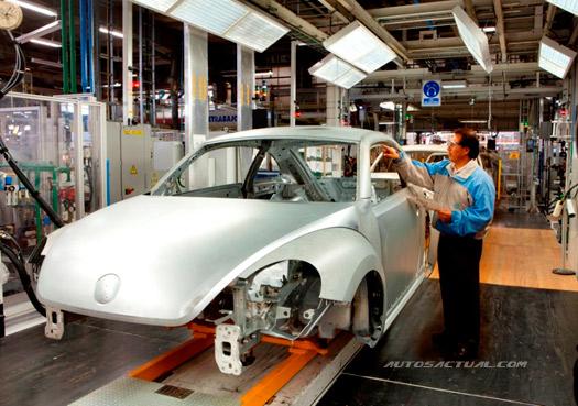 Volkswagen México armando el Beetle en Puebla
