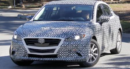 El Mazda 3 2014 fotos espía con camuflaje