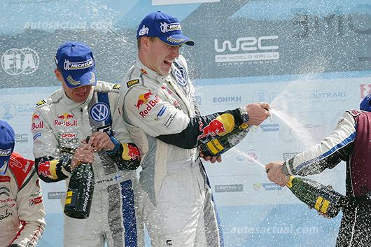 Volkswagen Polo R WRC rally en podio celebrando Lavatla