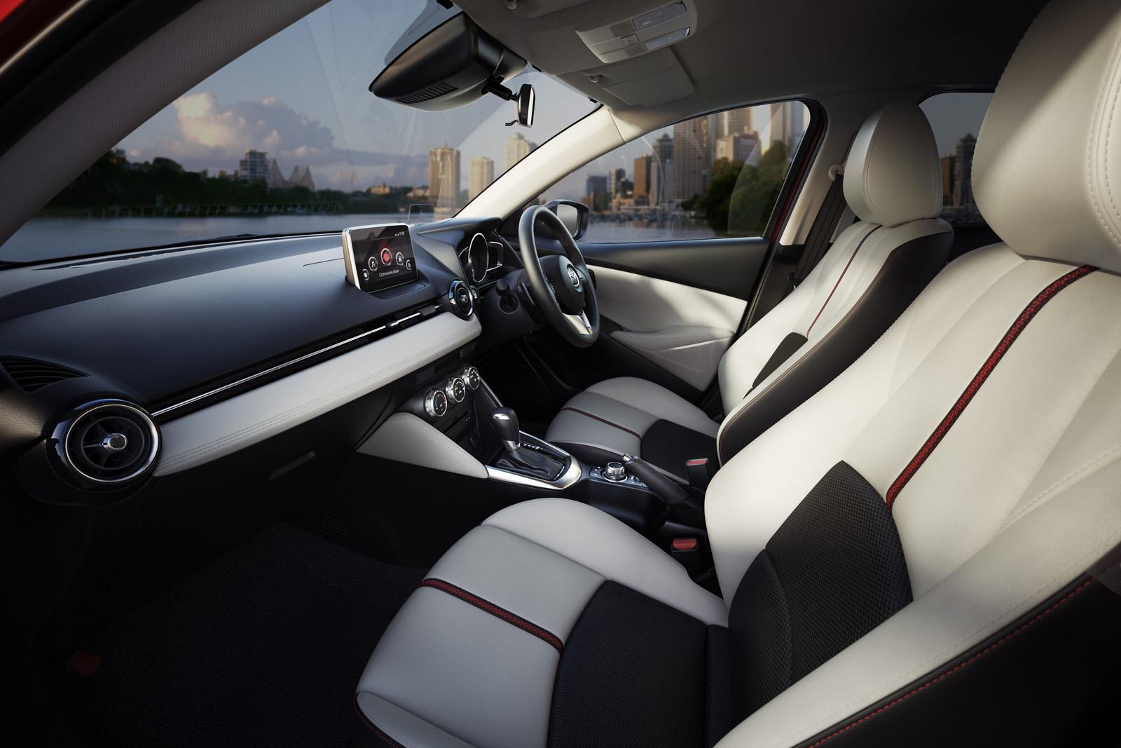 Mazda 2 2016 interiores y pantalla touch