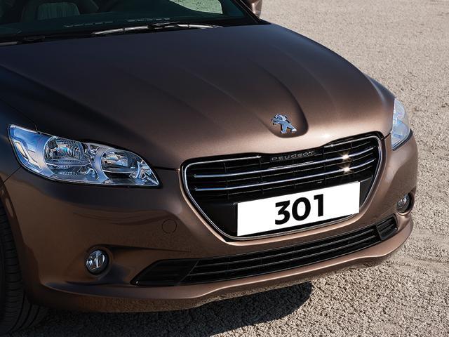 Peugeot 301 sedán en México frente parrilla con emblema