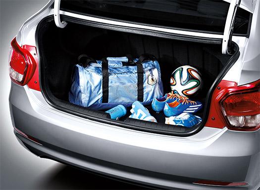 Hyundai Grand i10 Sedán 2015 para México color plata cajuela amplia abierta