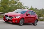 Mazda2 2016 versión para Europa diseño Kodo color rojo de lado