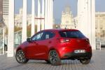 Mazda2 versión para Europa diseño Kodo color rojo posterior