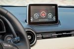 Mazda2 versión para Europa diseño Kodo interior pantalla touch