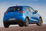 Mazda2 versión para Europa diseño Kodo color azul posterior