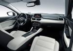 Nuevo Mazda6 actualización interior pantalla a color y Head Up Display