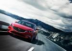 Nuevo Mazda6 actualización color rojo frente en carretera