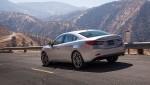 Nuevo Mazda6 parte posterior en carretera