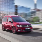 Volkswagen Nuevo Caddy 2016 color rojo en movimiento