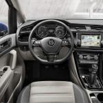 Volkswagen Touran 2016 interior volante