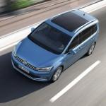Volkswagen Touran 2016 en carretera vista desde arriba