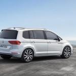 Volkswagen Touran 2016 color blanco de perfil derecho