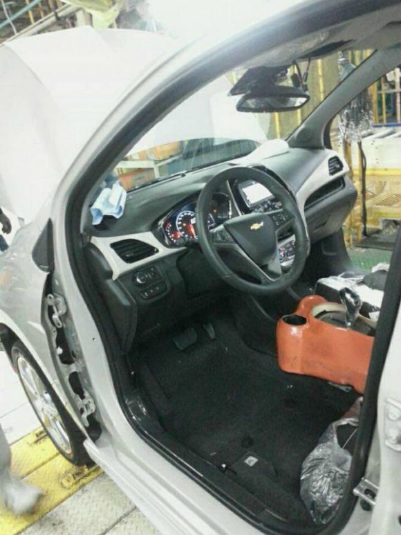 Chevrolet Spark 2016, interior filtrado