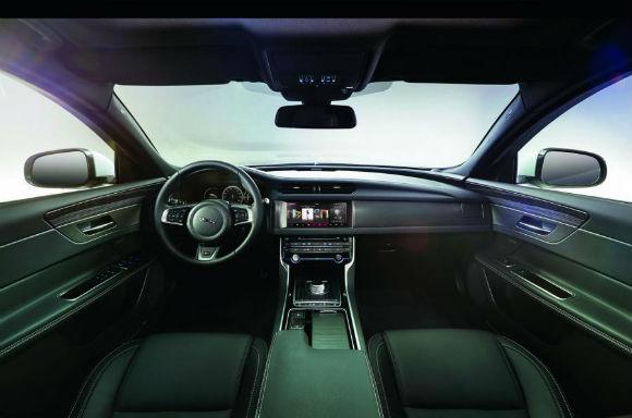 Jaguar XF teaser del interior
