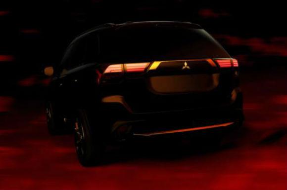 Mitsubishi Outlander, vista-trasera en boceto oficial