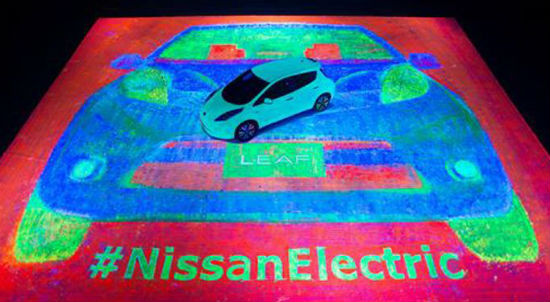 Nissan Leaf brilla en la oscuridad