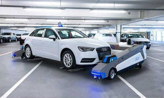 """""""Ray"""" robot de Audi para transporte interno de unidades"""