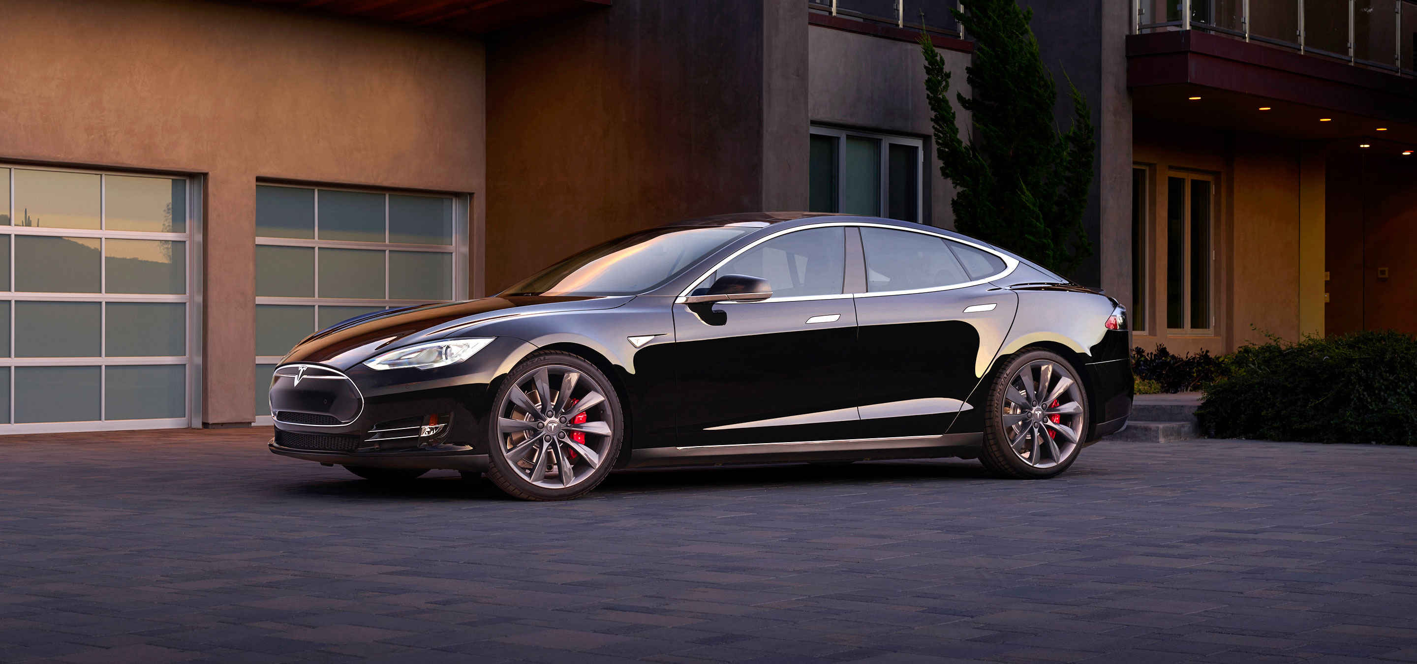 Telsa Model S lateral