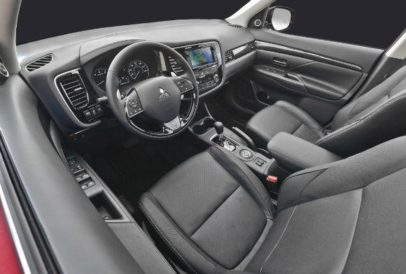 Mitsubishi Outlander presentación oficial en Nueva York interior-delantero