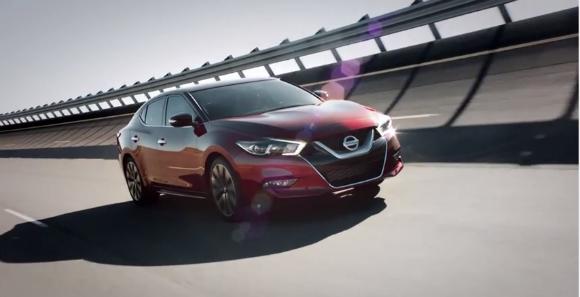 Nissan Maxima 2016 a producción, vista en carretera