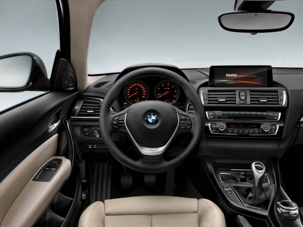 BMW Serie 1 2016 volante