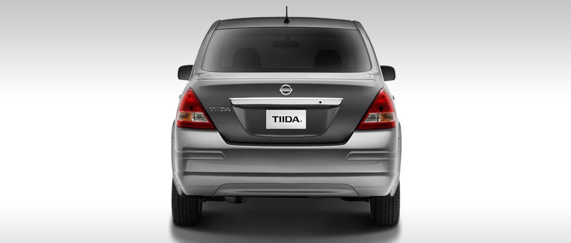 Nissan Tiida 2016 parte posterior