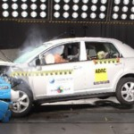 Latin NCAP 2015: Nissan Tiida mejora seguridad en versión básica y Duster logra 4 estrellas