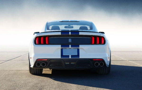 Ford Mustang Shelby GT350 vista posterior