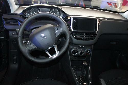 Peugeot 208 Swarovski interior