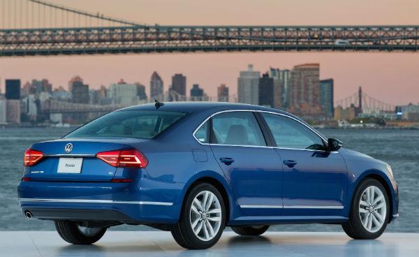 Volkswagen Passat 2016 vista posterior