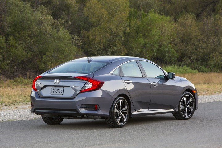 Honda Civic 2016 vista posterior