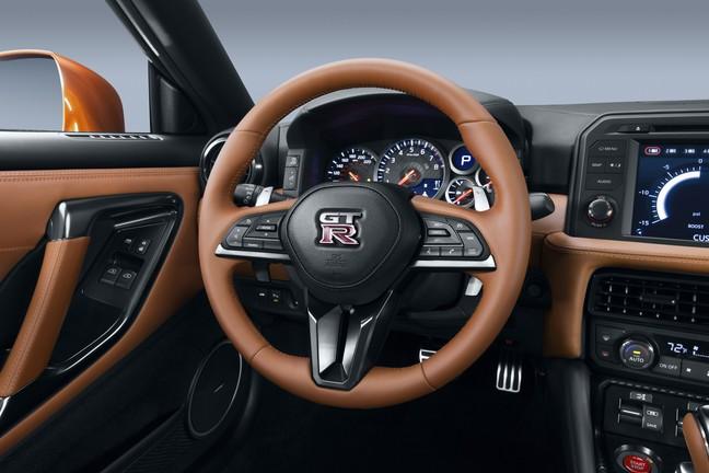 Nissan GT-R 2017 volante