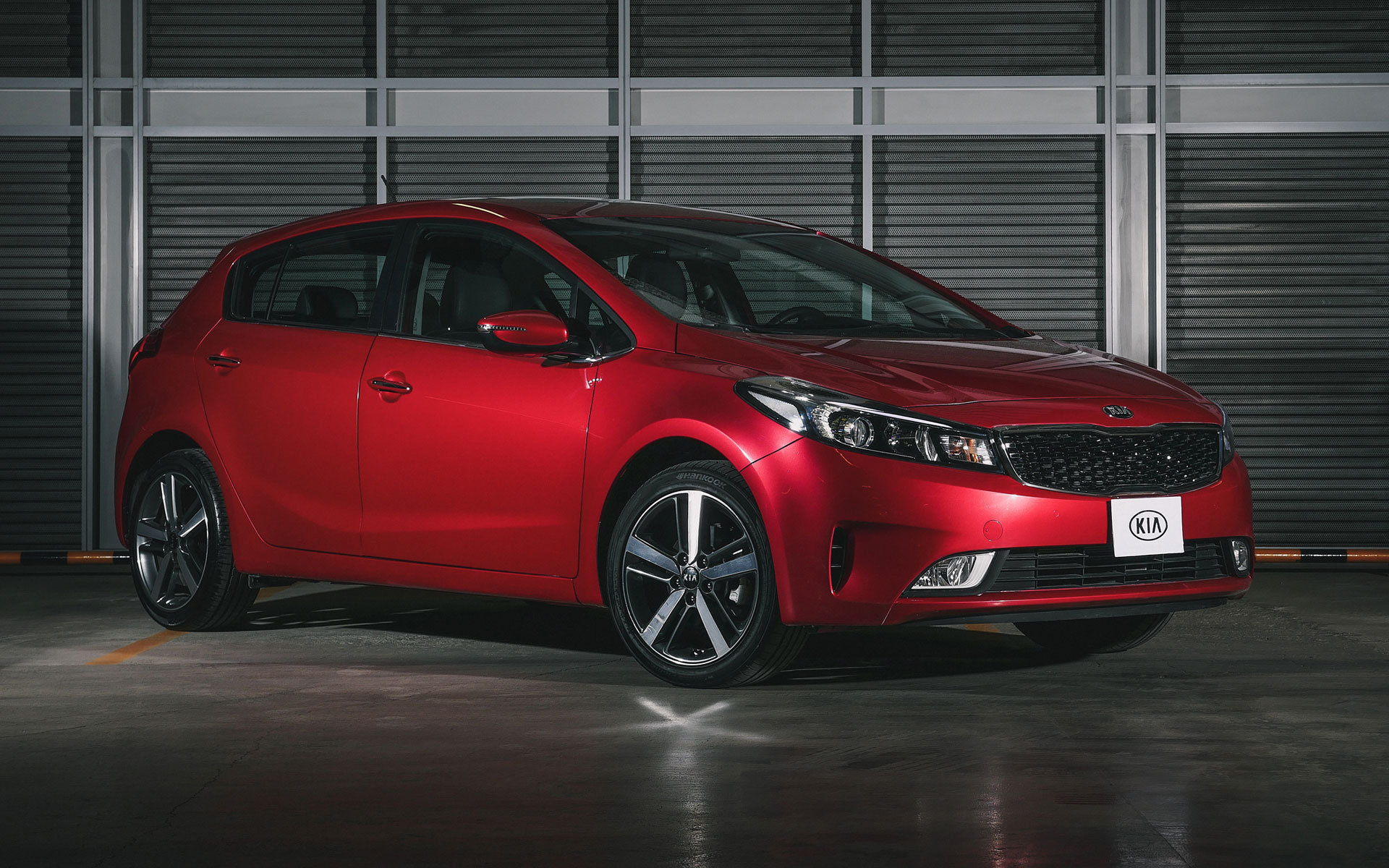 kia forte hatchback 2017 ya a la venta en m xico autos actual m xico. Black Bedroom Furniture Sets. Home Design Ideas