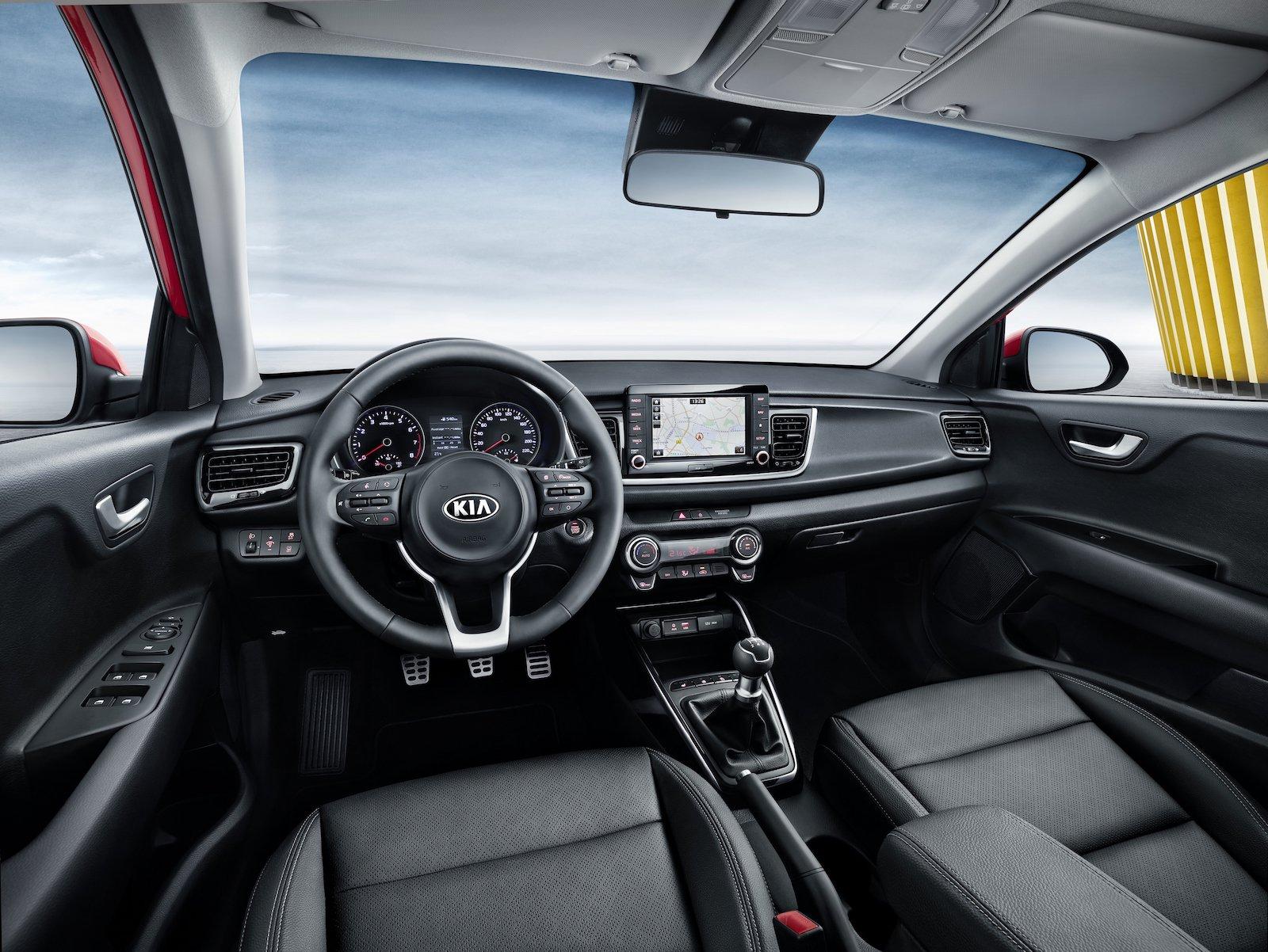 Kia Rio 2018 cuarta generación interior volante y pantalla touch a color