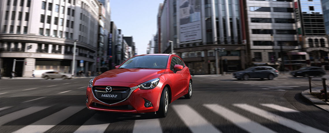 Mazda 2 2017 México color rojo en calle