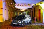 Nissan Kicks 2017 en México color gris en calle