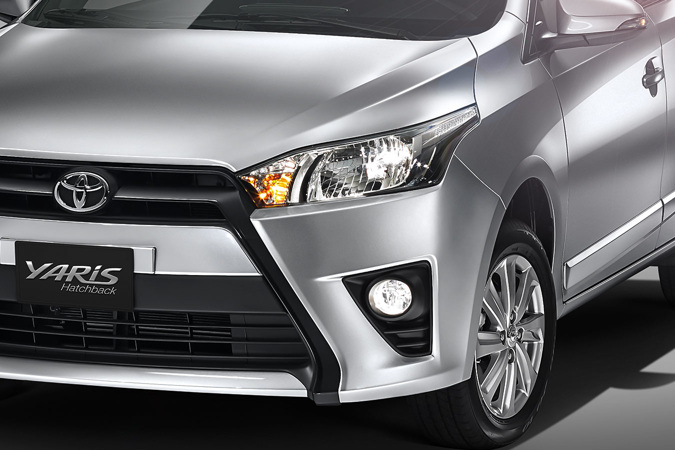 Toyota Yaris Hatchback 2017 en México faros