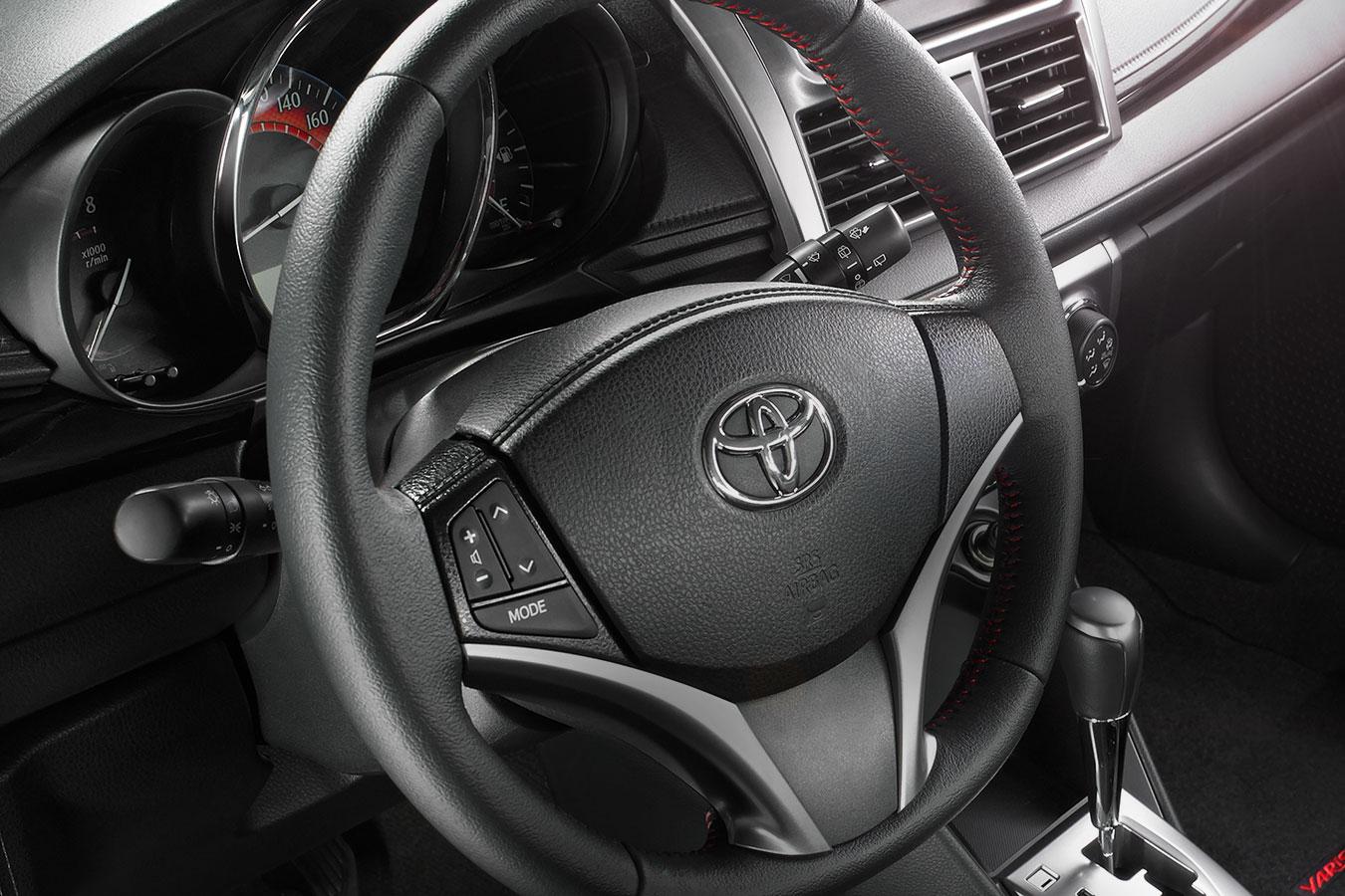 Toyota Yaris Hatchback 2017 en México volante con controles