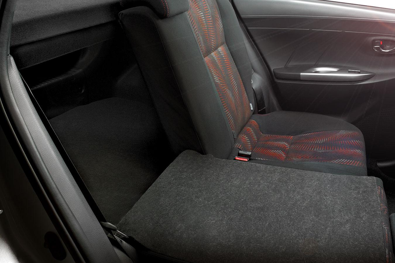 Toyota Yaris Hatchback 2017 en México asientos abatibles detalle