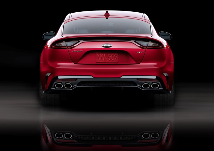 Kia  Stinger 2018 color rojo posterior