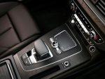 Audi Q5 2018 interior palanca consola control centra cargador inalámbrico