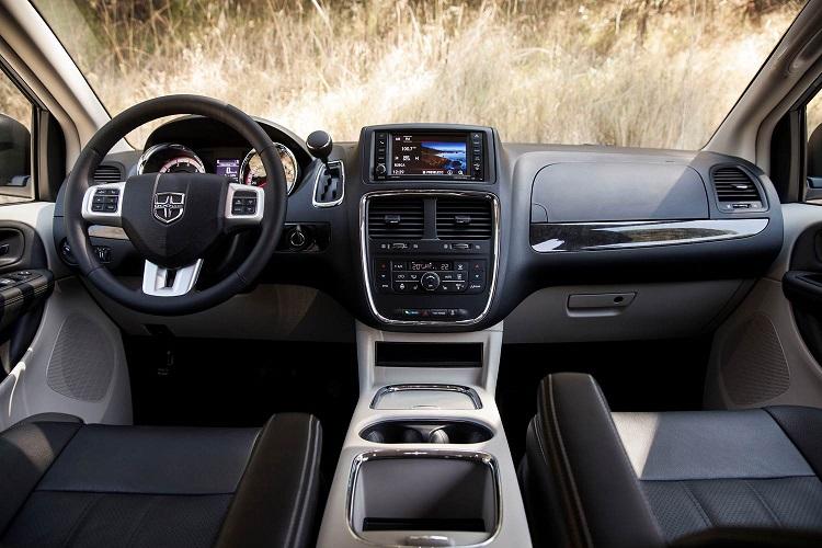 Dodge Grand Caravan 2017 en México interiores pantalla a color