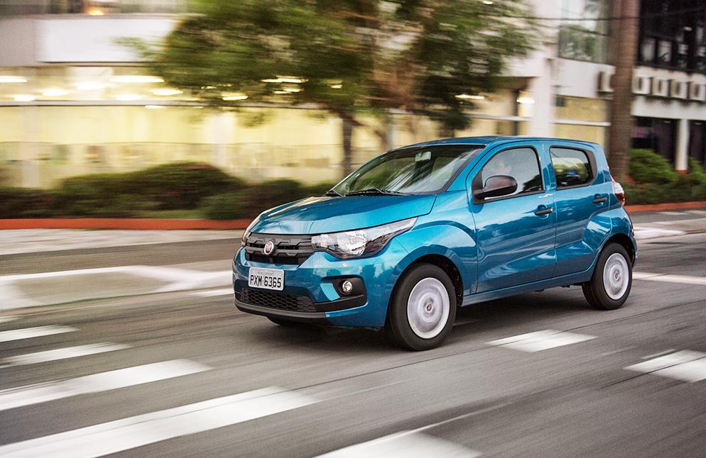 Nuevo Fiat Mobi 2017 en México color azul versión Like frente perfil