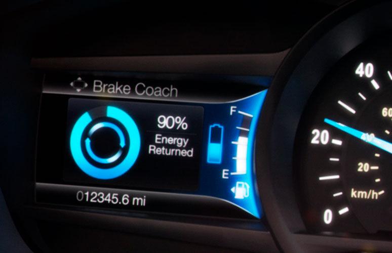 Ford Fusion híbrido 2017 tecnología que recicla energía del frenado