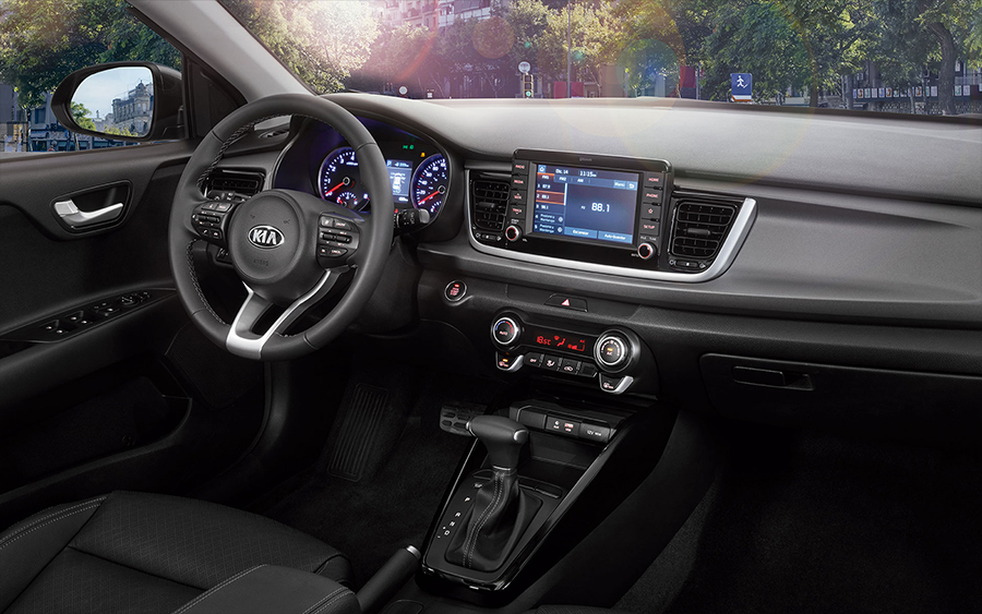 Kia Rio 2018 en México sistema pantalla touch flotante Android Auto Apple CarPlay