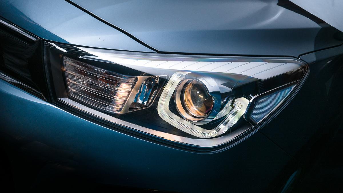 Kia Rio Hatchback 2018 Hecho en México luces de halógeno y LED