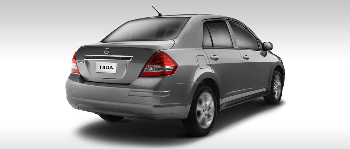 Nissan Tiida 2017 en México color plata cajuela
