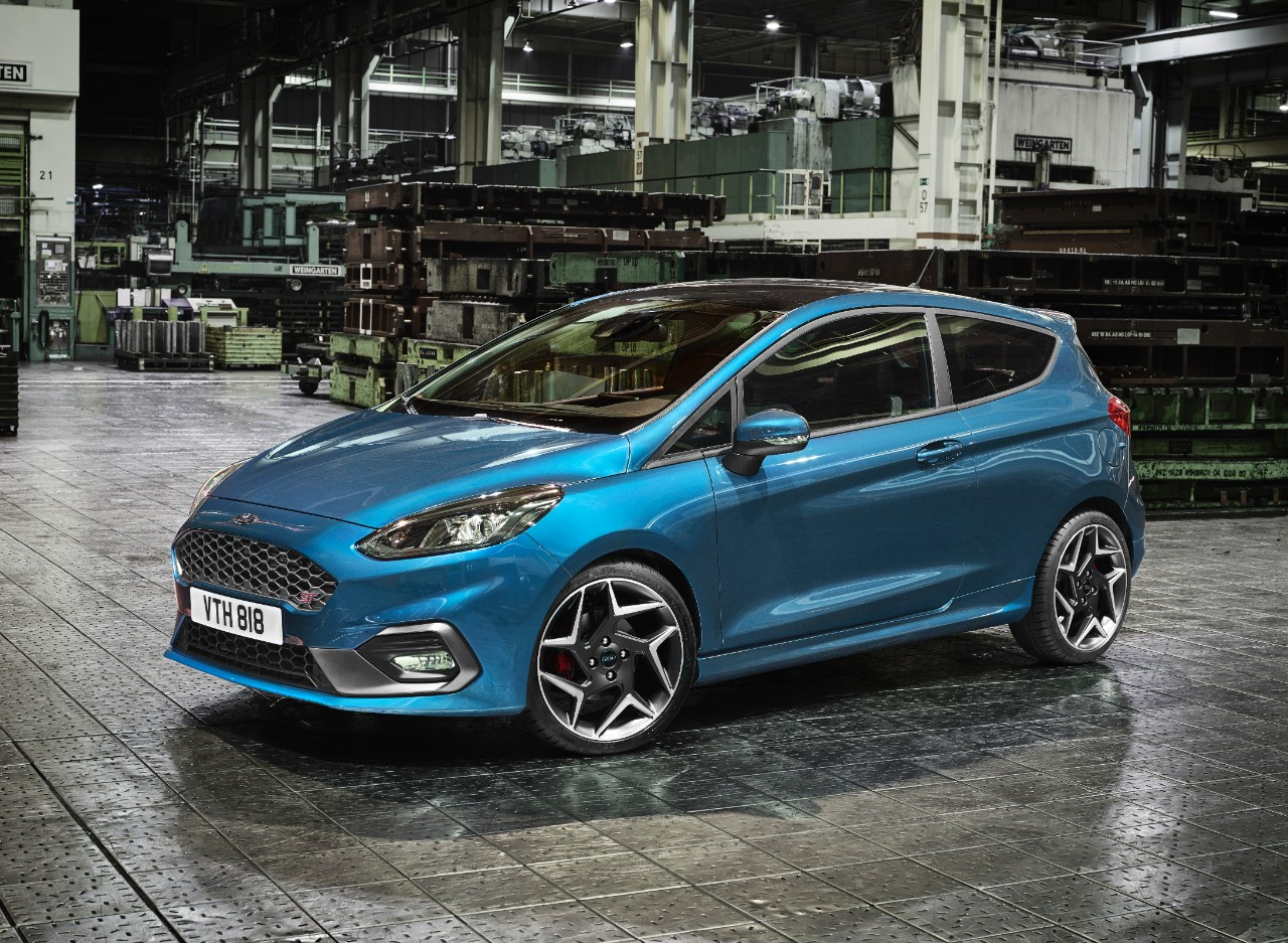 Ford Fiesta ST 2018 lateral en fábrica