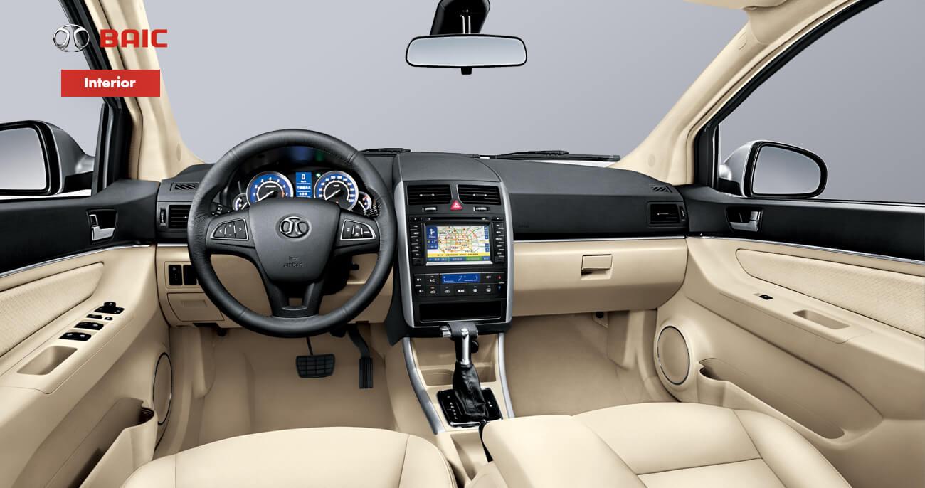 Baic D20 2017 interior con asientos en piel pantalla touch y volante multifunciones
